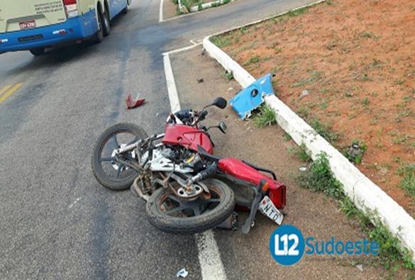 Rio de Contas: acidente envolvendo ônibus da Novo Horizonte e moto deixa um morto na BA-148