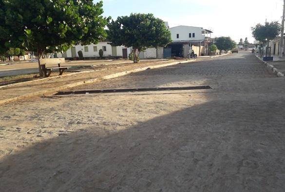 Mau cheiro de bueiro em rua do Bairro Taquari tem incomodado moradores