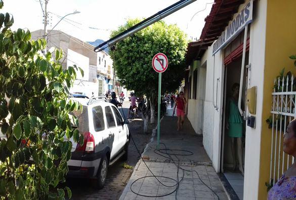 Veículo arrebenta rede elétrica e deixa trecho da Av.  presidente Vargas sem energia