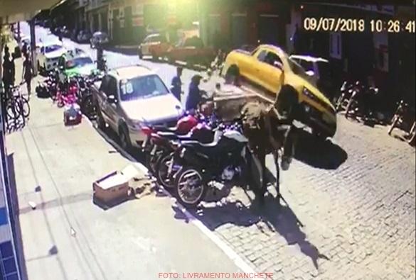 Livramento: Veiculo de tração animal se envolve em acidente no centro da cidade