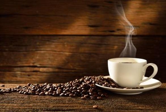 Estudos apontam que consumo de três xícaras de café por dia aumenta longevidade