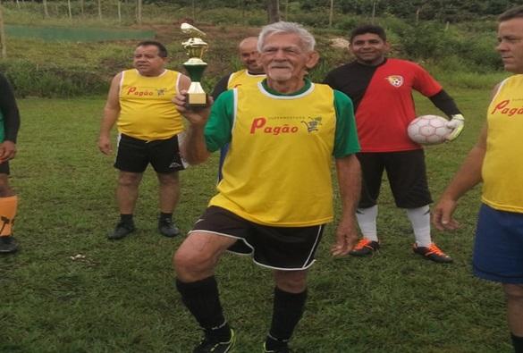 Veterano futebolista de Livramnento impressiona por sua vitatlidadae e faro de gol