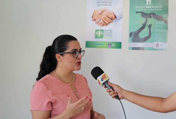"""Supervisora  do CEJUSC explica sobre o projeto """"Pai Presente"""""""