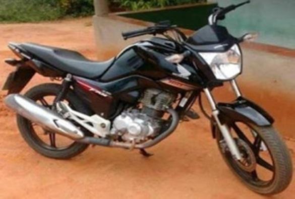 Homem tem moto roubada por dupla armada, na zona rural de Livramento