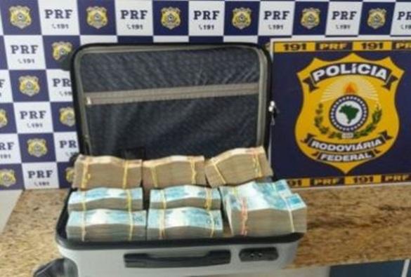 Conquista: Passageiro de ônibus é flagrado pela PRF com R$ 700 mil em mala