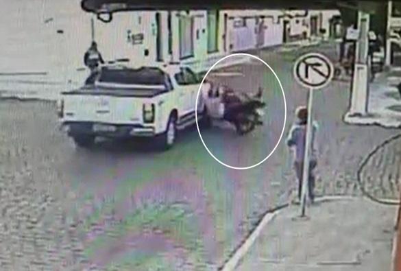 Livramento: Câmeras de segurança registra acidente de trânsito no centro da cidade