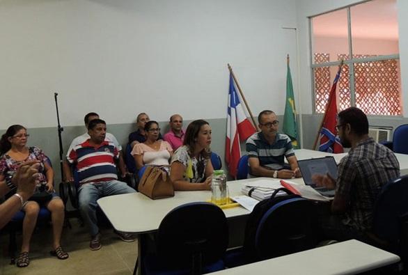 Sem 13º salário, servidores da prefeitura de Paramirim recorrem à Justiça