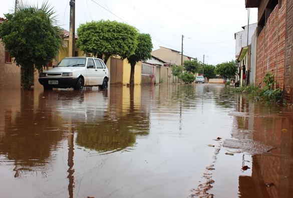 Livramento: Alagamento na Rua Contendas do Sincorá causa indignação em moradores