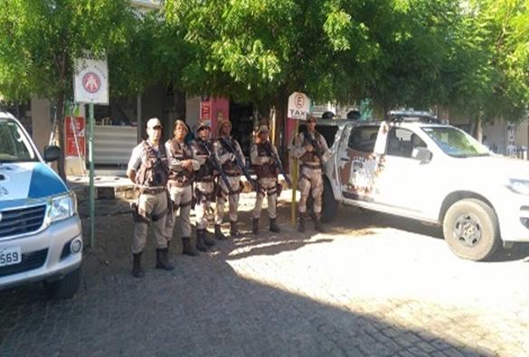 CIPE/Chapada realiza policiamento tático em Livramento, Dom Basílio e Rio de Contas