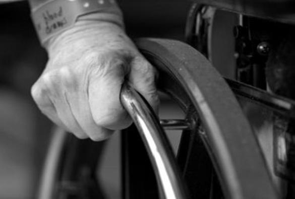 Estudo apoiado pela OMS aponta que um a cada seis idosos sofre alguma forma de abuso