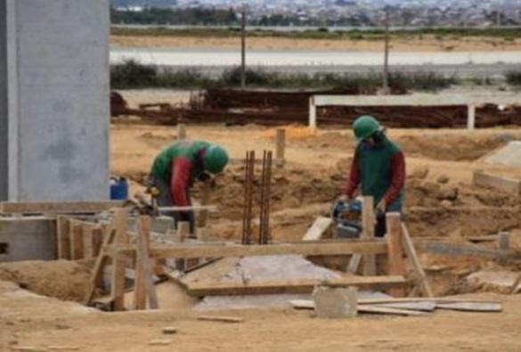 Conquista: Após quase 2 meses, obras de aeroporto são retomadas
