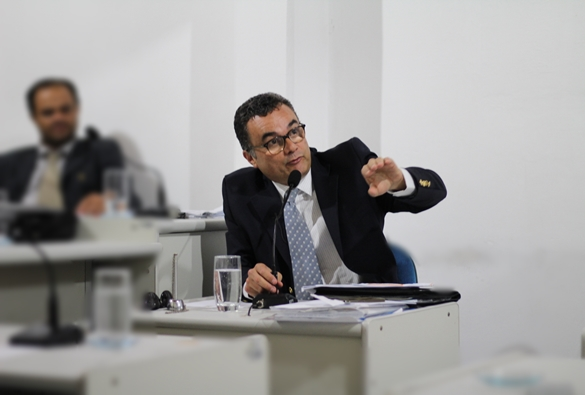 Vereador Vinicius Costa, da cidade de Rio de Contas, é autor de projetos de lei que aproximam Câmara de Vereadores da população