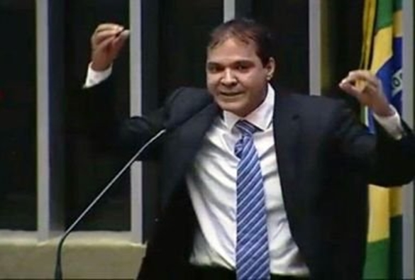 Eures compara governo federal à 'casa grande' e municípios, à 'senzala'