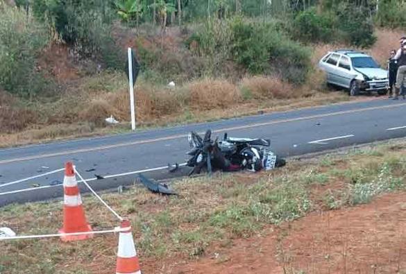 Homem morre após colisão entre carro e moto na BA - 148, saída de Brumado para Livramento