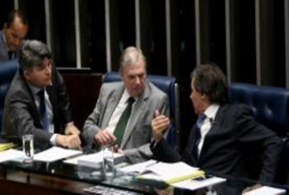 Tasso Jereissati defende que Aécio renuncie à presidência do PSDB