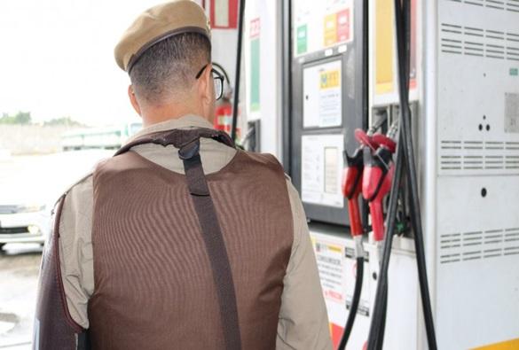 Posto é impedido de funcionar por vender gasolina com nível de álcool acima do permitido