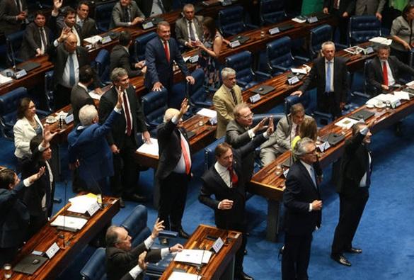 Senado aprova criação de fundo eleitoral de R$ 1,7 bilhão