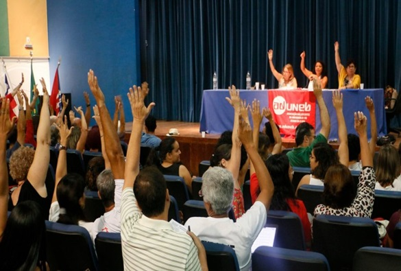 Professores da Uneb decidem por continuidade da greve