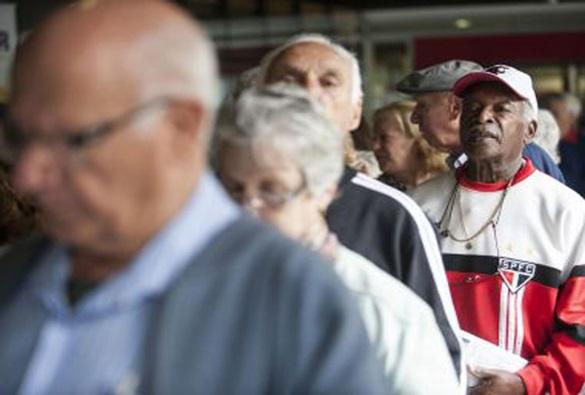 Estudo aponta que 75% dos idosos brasileiros usam apenas o SUS