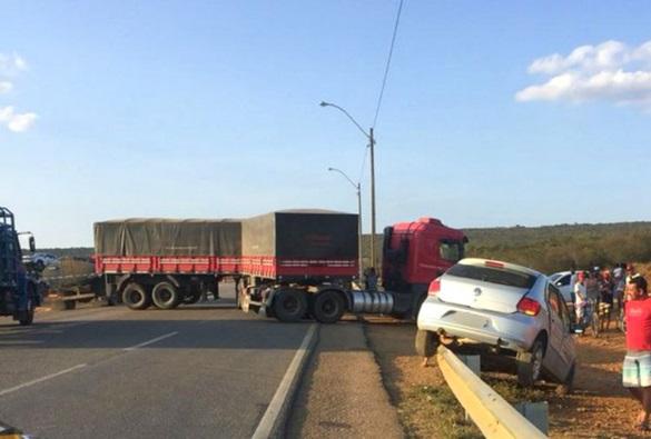 Vitória da Conquista: Motorista morre após carro ser atingido por caminhão na BR-116