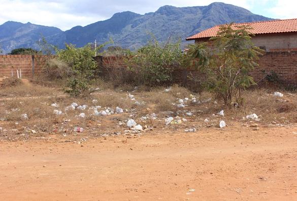 Livramento: Terreno baldio: problemas e providências