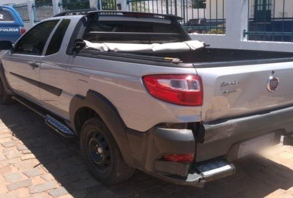 Condutor de Corolla bate em traseira de outro veículo na Avenida Presidente Vargas, em Livramento,  e foge
