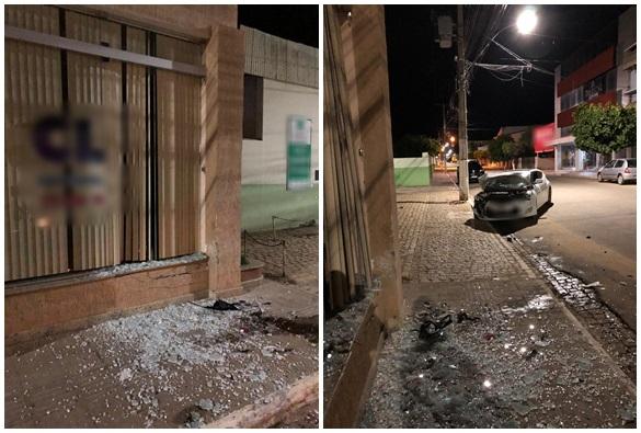 Motorista perde controle de carro e colide em parede de clínica em Livramento