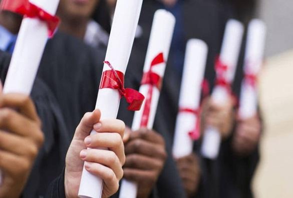 Maioria que conclui ensino superior ganha salário abaixo de R$ 3 mil