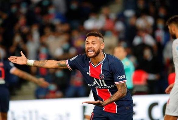 Após denúncia de Neymar, presidente da federação francesa diz que 'racismo não existe no futebol'