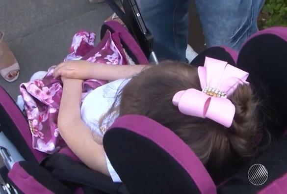 Conquista: Mesmo com aval médico, criança com paralisia é impedida de viajar em avião para consulta