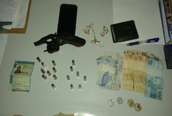 Caturama: Polícia Militar prende homem armado após fazer disparo em campo futebol