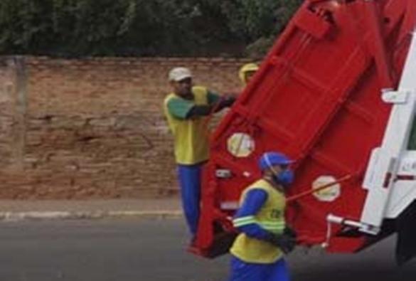 Materiais cortantes no lixo doméstico trazem risco de lesão a coletores