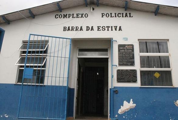 Barra da Estiva: Presos se rebelam em carceragem local