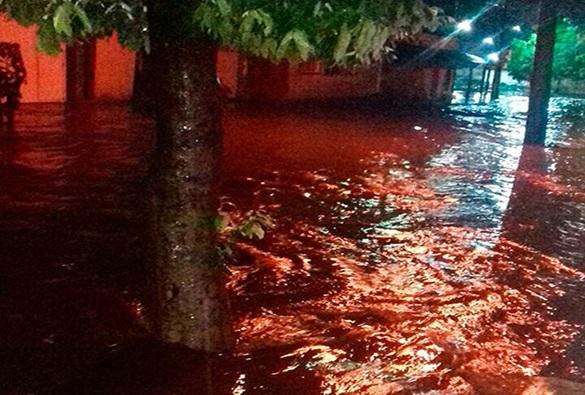 Após chuva forte, ruas e casas ficam alagadas em Bom Jesus da Lapa