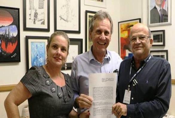 Assinado convênio para a construção da Praça São João em Dom Basílio
