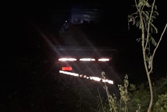 Livramento: Caminhão com placas de Dom Basílio tomba na Serra das Almas e motorista sai ileso