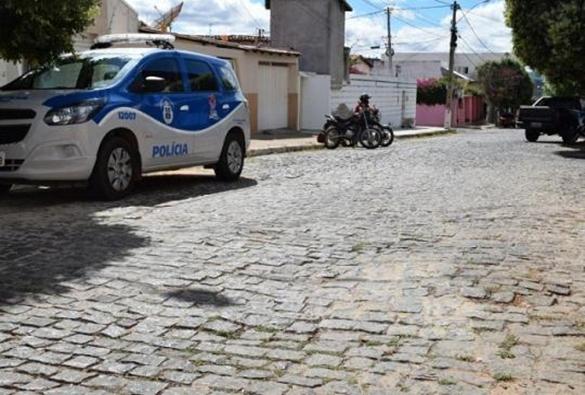 Família fica refém de bandidos durante roubo de joias em Brumado