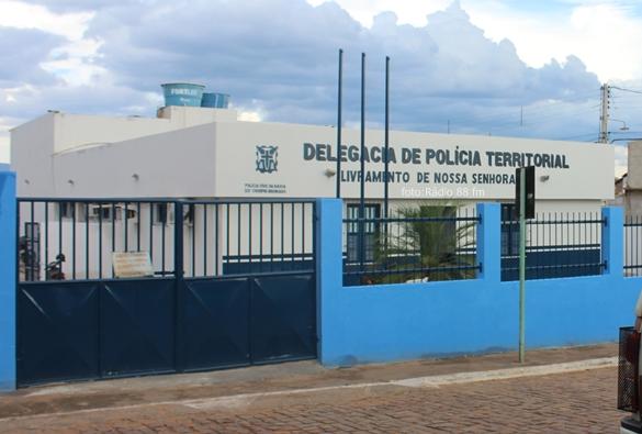 Dois menores são apreendidos  após realizarem furto no centro de Livramento